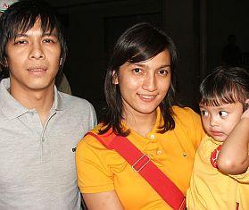 Ariel, Sarah & Anaknya via Okezone.com