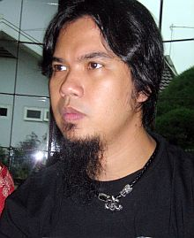 Ahmad Dhani Nggak Ngaku Kenalkan Maia kepada Bambang