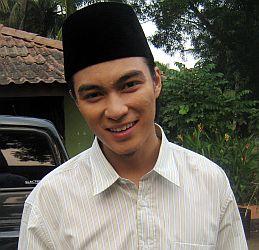 Baim Wong Belajar Islam dari Dude Herlino