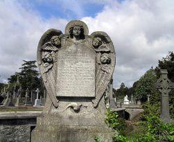 Saat Kuburan Tak Lagi Mengerikan