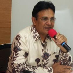 Mark Sungkar Pertahankan Rumah Tangga Demi Anak-Anak