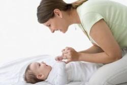 Eits, Jangan Asal Bersihkan Telinga Bayi!