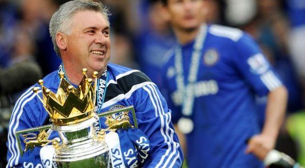 Foto: Carlo ANcelotti merayakan sukses Chelsea menyabet gelar Premier League/Getty Images