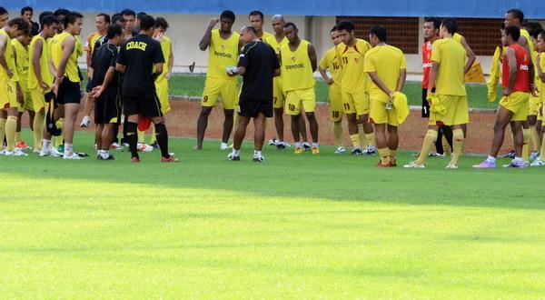 Skuad Sriwijaya berlatih.(foto:Koran SI)