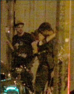 Robert Pattinson-Kristen Stewart Kepergok Berciuman