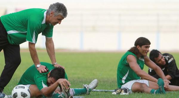 Foto: Ivan Kolev saat memimpin latihan Sriwijaya FC / Mushaful Imam (Koran SI)