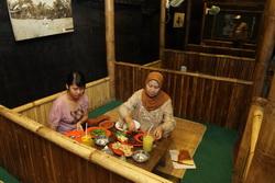Warung Apung, Perpaduan Masakan & Suasana