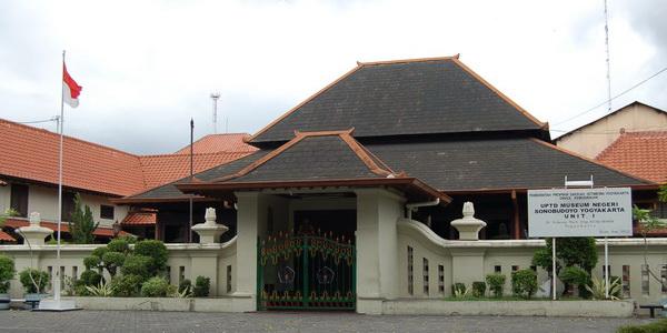 Belajar Sejarah & Budaya Jawa di Museum Sonobudoyo