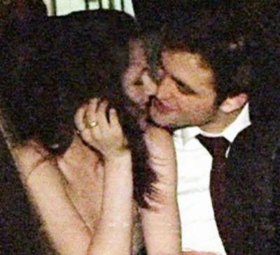Wah, Robert Pattinson-Kristen Stewart Ciuman Bibir