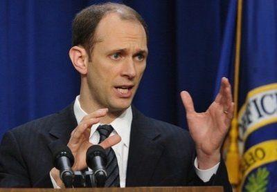 \Penasihat Ekonomi Obama Mengundurkan Diri\
