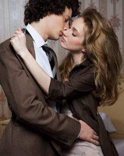 Ciuman Panas, Sensual, & Merangsang Sesuai Zodiak