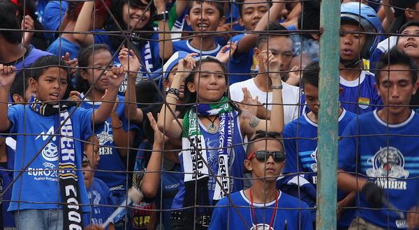 Foto: fans Setia Persib Bandung atau yang akrab disapa Bobotoh/Koran SI