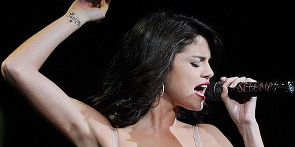 Selena Gomez Ukir Nama Justin Bieber di Lengan