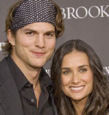 Diselingkuhi, Demi Moore Ceraikan Ashton Kutcher