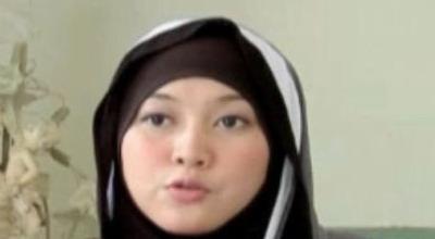 Dewi Tantang Ustadz Solmed Sumpah di Depan Al Quran