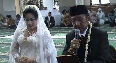 Ki Mantep Sudarsono dan istri. (Foto: Septyantoro)