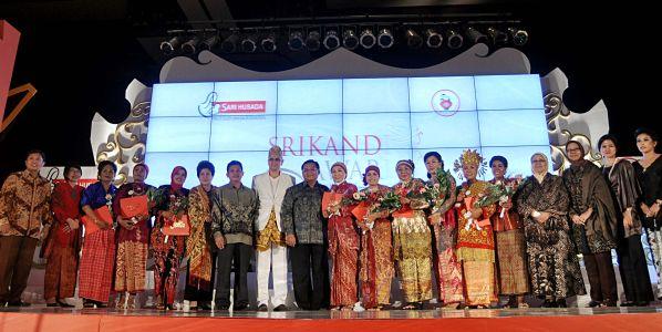 Ini Dia Para Bidan Peraih Srikandi Award 2011