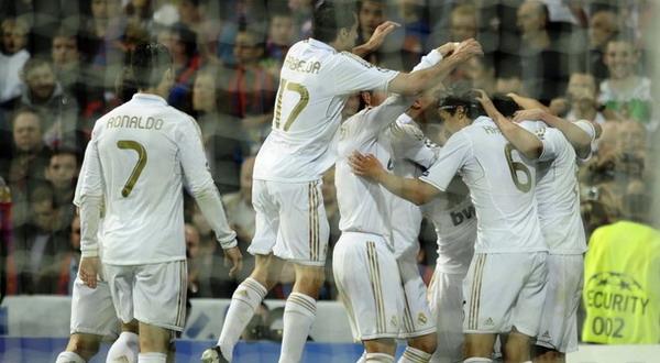 Para punggawa Real Madrid saat merayaka gol Gonzalo Higuain (Foto: Getty Images)