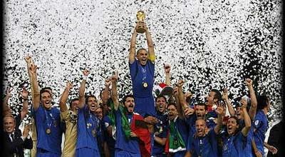 Timnas Italia saat menjuarai Piala Dunia 2006 di Jerman (foto: Ist)