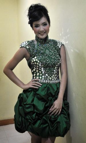 Astrid Ellena Kagumi Finalis Miss Indonesia 2012