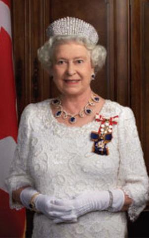 Mahkota Ratu Elizabeth Versi Para Desainer