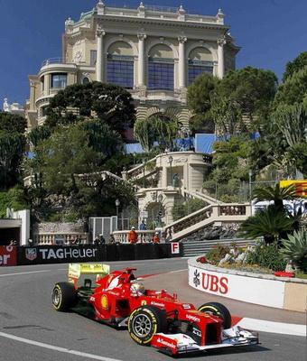 Aksi Alonso di Sirkuit Monaco (Foto: Reuters)