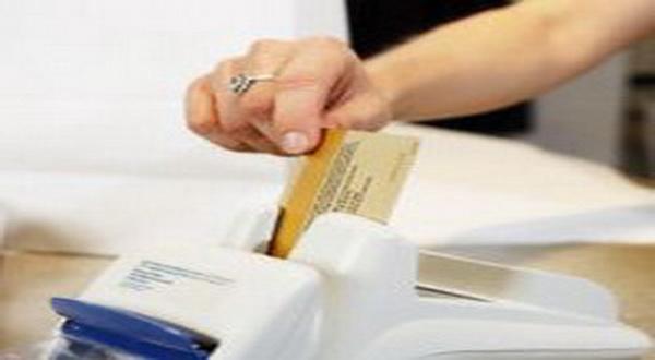 \Bank antisipasi batasan bunga kartu kredit    \
