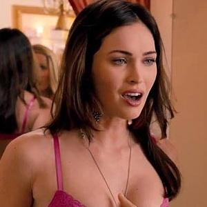 Lepas Baju, Megan Fox Pamer Payudara di This Is 40