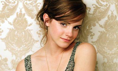 Emma Watson Nikmati Ciuman dengan Logan Lerman