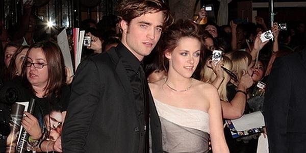 Pacari K.Stewart Lagi, Robert Pattinson Mesra dengan Wanita Pirang