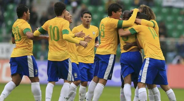Para pemain Brasil merayakan gol ke gawang Jepang (Foto: Reuters)