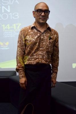 Tampil Trendi Berbusana Batik
