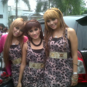 Berantem, Trio Macan Jambak-jambakan