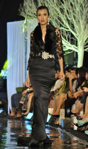 Model Kebaya Modern Adjie Notonegoro Terbaru Exklusif