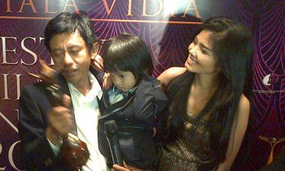 Epi Kusnandar bersama istri dan anaknya (Foto: Egie/Okezone)