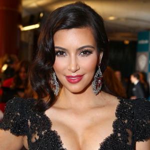 Hamil, Penjualan Video Seks Kim Kardashian Meroket