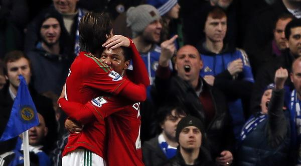 Selebrasi Michu dan rekannya usai menjebol gawang Chelsea. (Foto: Reuters)