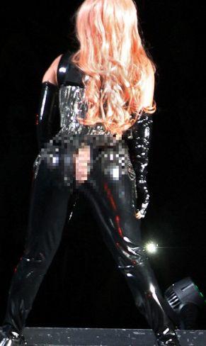Celana Robek di Bokong, Lady Gaga Menggoda