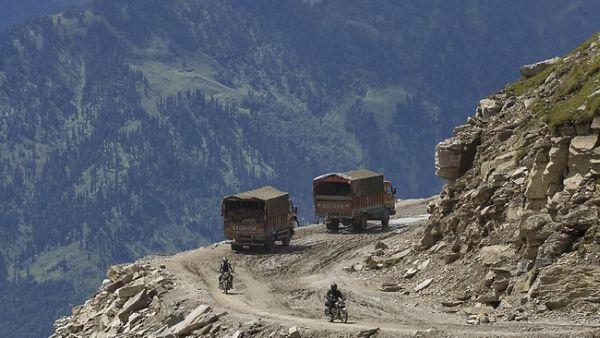 Tur Ekstrem Biker, Susuri Pegunungan Melebihi Tinggi Pesawat