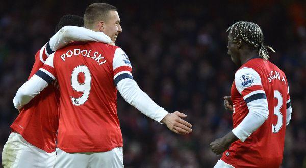 Lukas Podolski (9) bersama rekan-rekannya merayakan gol ke gawang Stoke City. (Foto: Reuters)