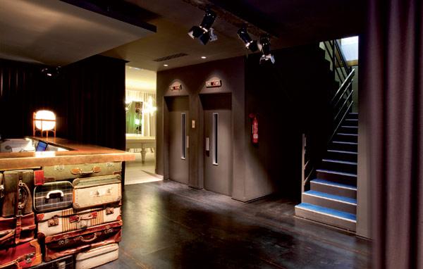 \Hotel Antik di Spanyol, Hiasan Mata Uang Sampai Koper Kuno\