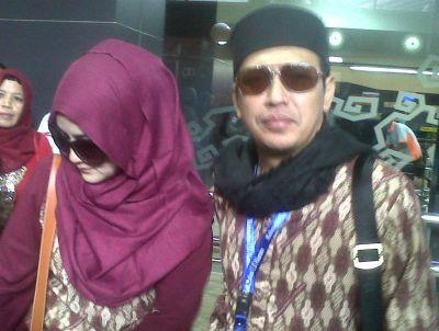 Uje bersama istrinya, Pipit (Foto: Edi Hidayat/okezone)