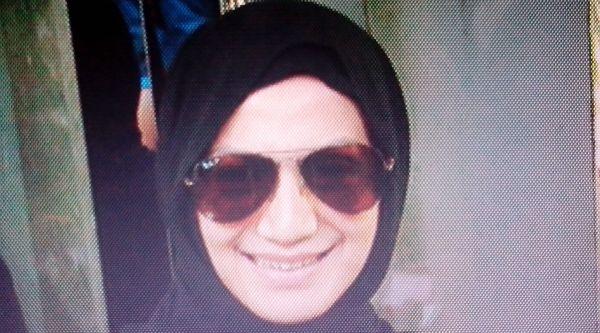 Disebut-sebut dalam Kasus Raffi, Wanda Hamidah Nangis Doa di Makkah