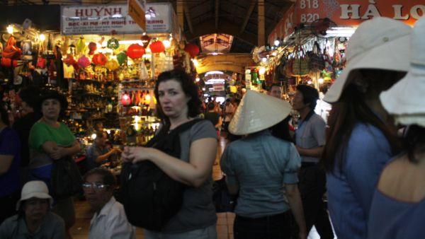 Berburu Oleh-Oleh Murah di Ben Thanh Market