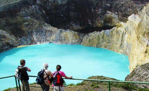 Danau Tiga Warna, si Cantik dari Kelimutu