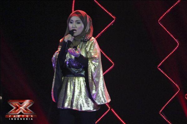 Fatin Shidqia saat tampil di Gala Show 6 (Foto: Arief/okezone)