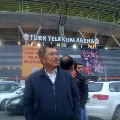 Jusuf Kalla di depan Turk Telekom Arena, markas Galatasaray/Lamtiur (Okezone)