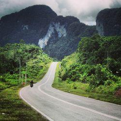 'Menyelinap' ke Malaysia lewat Jalur Darat