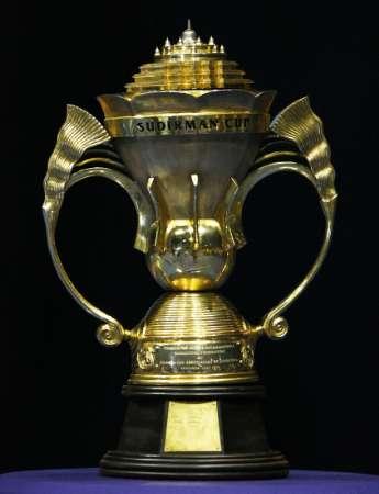 Trofi Piala Sudirman. (Foto: Reuters)