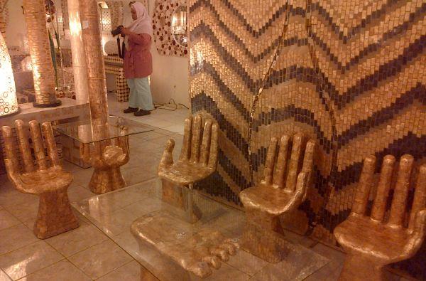 koleksi unik dari rumah kerang yang berbentuk tangan. foto: okezone.com